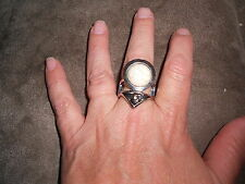 Paparazzi StretchBand Ring (new) WHAT'S YOUR POINT? - WHITE