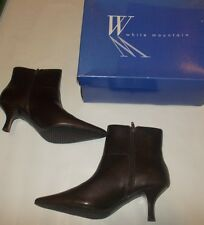 White Mountain Chic Bistro Leather Zip Point Ankle Boots 7.5 Chocolate NEW A6126