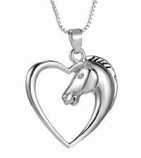 Collier, pendentif tête de cheval entouré d'un coeur. Nouveauté.