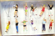 HO Preiser 10551 ELEVEN ROCK CONCERT FIGURES: Artists and Fans (Color Way # 1 )