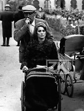 TRISTANA Tournage Luis BUNUEL Catherine DENEUVE Handicap Landau Photo 1970