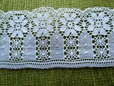 LACE TRIM - 10 METERS X 6CMS WIDE - WHITE with DAISY DESIGN.