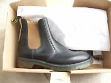 dr martens size uk 8 black leather chelsea boots