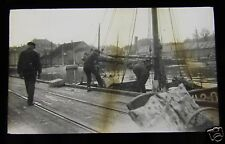 Glass Magic lantern slide KRISTIANSAND - UNLOADING MACKREL C1920 NORWAY PHOTO