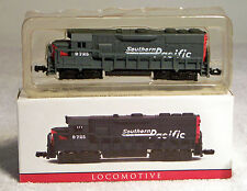 Miniature Replica Southern Pacific Railway/Railroad Locomotive Train Engine 9725