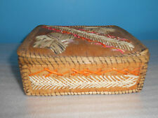 NATIVE AMERICAN GREAT LAKES REGION QUILL  BOX  LID AND 2 FLOWERS DESIGN ON TOP