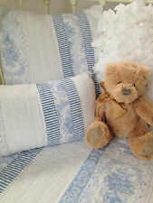 3 poce Baby Juliet Blue Cot Coverlet / Pillow Nursery Set Shabby Chic