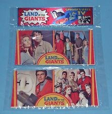 LAND OF THE GIANTS TV SERIE IRWIN ALLEN DOBLES METAL CARD w/PUZZLE ARGENTINA 1