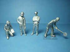 4  FIGURINES  1/43  SET 216  PADDOCK  F1  DANS  LES  STANDS  VROOM  NO SPARK