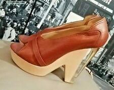 ��Authentic CHLOE Rich Brown Leather Peep Toe LUCITE WOOD Heels 39.5��