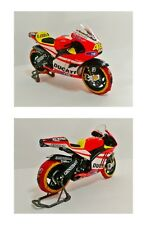1:12 Minichamps Valentino Rossi Ducati 2011 + Tyre Warmers Set VERY RARE NEW