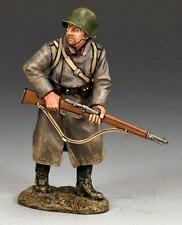KING AND COUNTRY   WW11 RUSSIAN  RED ARMY SOLDIER STANDING READY RA033