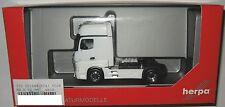 Herpa 301664-004 MB Actros 2011 Gigaspace 2-achs Solozugmaschine weiß 1:87 HO