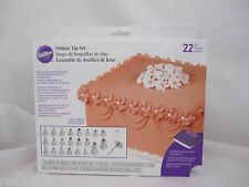Wilton Industries Inc 22 Tips Deluxe Tip Decorating Set NEW