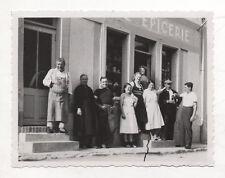 PHOTO ANCIENNE - Groupe Boutique Magasin Devanture Épicerie Épicier Vers 1930