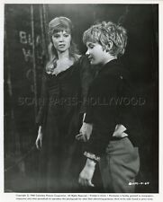MARK LESTER SHANI WALLIS OLIVER! 1968 VINTAGE PHOTO ORIGINAL #1