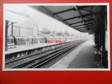 PHOTO  LONDON TRANSPORT UNDERGROUND PRE 1938 STOCK AT RYDE ST JOHNS STATION IOW