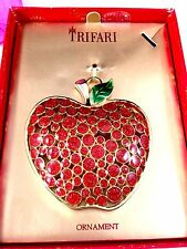 NIB 2009 CROWN TRIFARI GOLD-TONE RUBY RED BIG APPLE HOLIDAY ORNAMENT PENDANT
