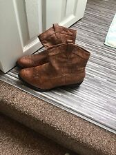 Size 6 Ladies Brown Cowboy Style Boots