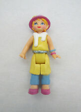FISHER PRICE GO ANYWHERE Sweet Streets Dollhouse WOMAN LADY in YELLOW DRESS Hat