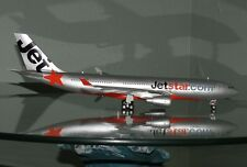 1:200  JetStar Airbus A330 diecast model plane   w/stand  Qantas group jet star