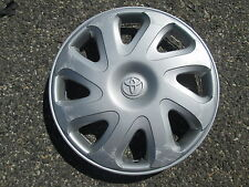 one genuine 2000 to 2002 Toyota Corolla 14 inch hubcap wheel cover