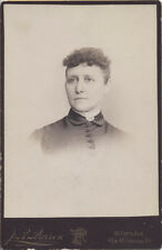 CABINET CARD PORTRAIT BEAUTIFUL YOUNG WOMAN IN HIGH COLLAR DRESS - PITTSBURG, PA