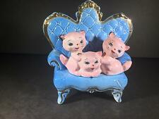 L) ANTIQUE KITCHY FIGURINE PINK BLUE CATS KITTENS SOFA BRADLEY 1959 ORIMCO JAPAN