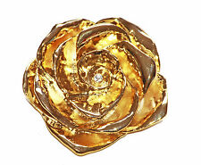 GLINTING GOLD METAL CAMELLIA WITH TASTEFUL DIAMANTE BUD OCCASION BROOCH (ZX48)