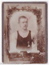 Foto CDV --Sportler mit Turner-Bund Abzeichen--