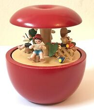 VTG Erzgebirgishe Volkskunst Erzgebirge Wood Apple Music Box Small World Germany