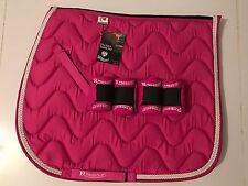NUOVO in-Rhinegold matchy matchy set-saddle Pad e bandages-raspberry ROSA-Pannocchia