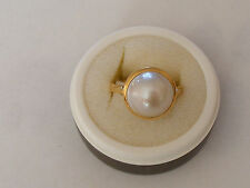 "A BEAUTIFUL 18CT GOLD LADIES HAND MADE ""MABE"" PEARL SET RING (H/marked ) Size:O"
