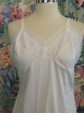 Beautiful Vintage SNOW WHITE CASED LACE FULL SLIP 38 Curvy Fit Intimate Peekaboo
