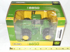 John Deere 8850 4WD   Prestige Collection Series   1/32nd Scale