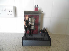Bandai Playmates Tomb Raider Lara Croft Figure/Diorama playset