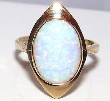 A FINE 9CT YELLOW GOLD CABOCHON OPAL SINGLE STONE  RING SIZE O