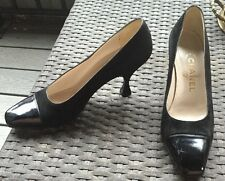 Chanel Classic Low Heel Sz 8.5 Two Tone Black Leather/Suede Classic Pumps Heels