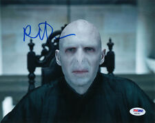 RALPH FIENNES SIGNED AUTOGRAPHED 8x10 PHOTO LORD VOLDEMORT HARRY POTTER PSA/DNA