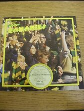 02/04/1977 Norwich City v Manchester United  (Very Heavy Creased, Folded, Worn).