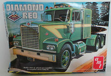 VEHICLES : DIAMOND REO MODEL KIT MADE BY AMT SCALE 1:25