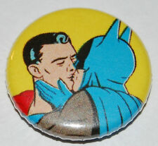 BATMAN & SUPERMAN KISSING Button Badge 25mm / 1 inch GAY LESBIAN LGBT RETRO