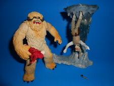 Star Wars 2004 Saga Wampa With Hoth Cave & Ice Base ~ Luke Skywalker Figure