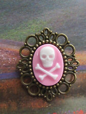 "1 3/4"" PIRATE/UNDEAD STYLE PINK SKULL &CROSS'D BONES CAMEO IN A BP  BROOCH/PIN"