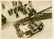 "TRANSBORDEUR DES POMPIERS DE BERLIN 1931"" Photo de Presse originale WIDE WORLD"
