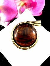 1970'S TRIFARI GOLD-TONE TORTOISE SHELL LUCITE CABOCHON ROUND SCARF BROOCH
