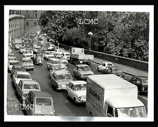 FOTOGRAFIA PHOTO VINTAGE B/N NAPOLI 1970 TRAFFICO A  VIA ACTON CON AUTO EPOCA