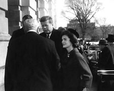JOHN F. KENNEDY & FIRST LADY JACKIE ARRIVE @ THE US CAPITOL  8X10 PHOTO (BB-356)