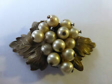 BROCHE ANCIENNE STYLE MIRIAM HASKELL EN LAITON ET PERLES