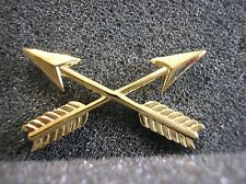 ARMY HAT PIN - SPECIAL FORCES BRANCH OF SERVICE INSIGNIA - CROSSED ARROWS